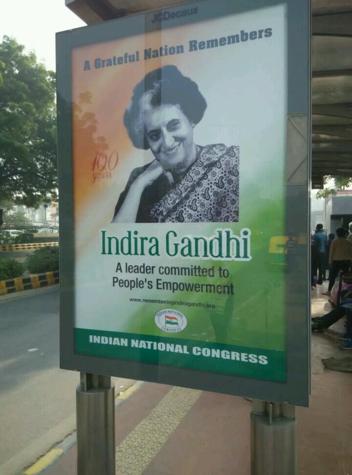 印度公交站广告牌